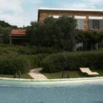 Garten mit Pool der Villa